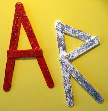 Vi gör dekorerade bokstäver av glasspinnar