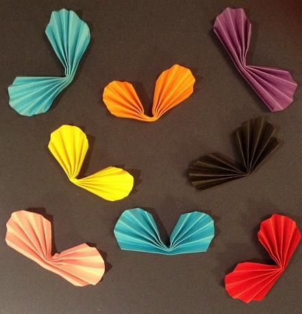 Många solfjädersfjärilar i olika färger