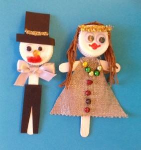 Vackert par på fest gjorda av glasspinnar