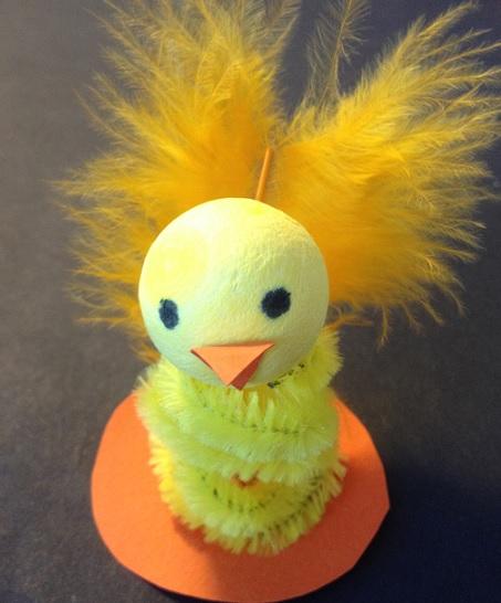Kyckling av piprensare och flirtkula