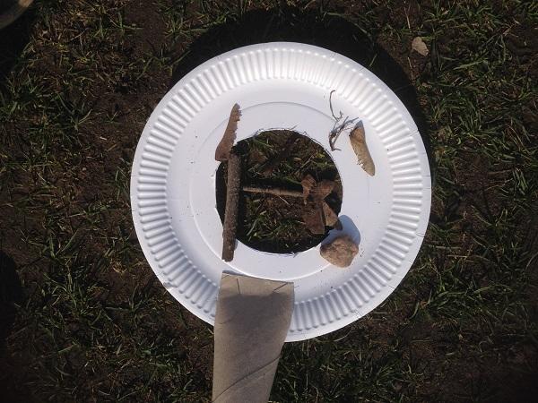 förstoringsglas av papptallrik och toarulle