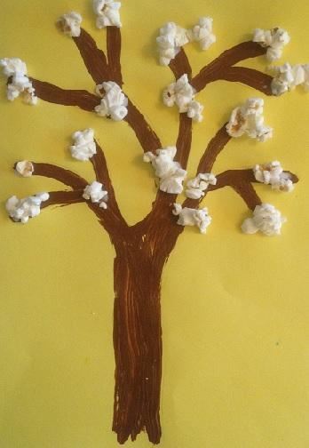 målat träd med popcornblommor