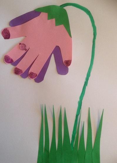Den här blomman heter ringklocka, gjord av två händer