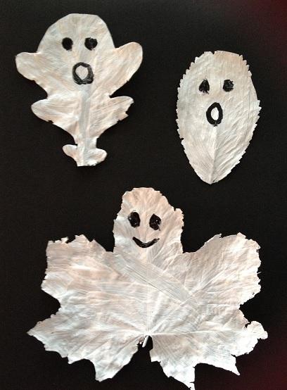 Löv som har målats vita och blir spöken