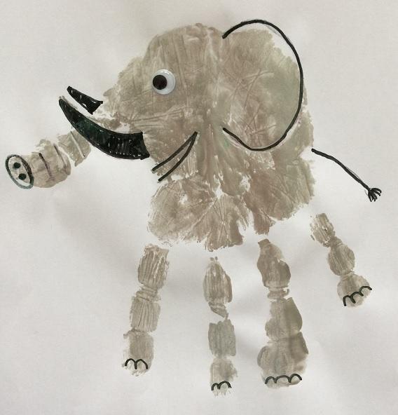 En elefant av ett handtryck i silver