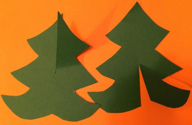 Rita två julgranar på fri hand och sätt ihop den till en gran och klä den!