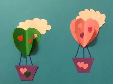 Luftballonger av pappershjärtan