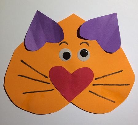 Katt av pappershjärtan