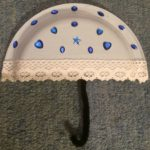 Paraply av papptallrik