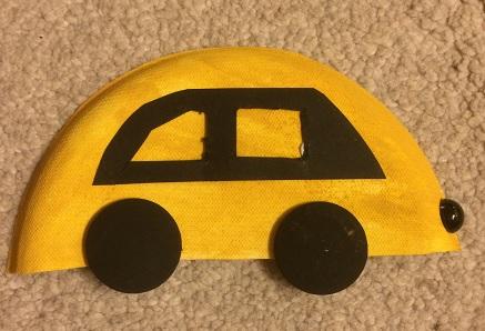 Bil av en papptallrik